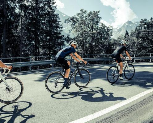 velotour-auf-den-bergen