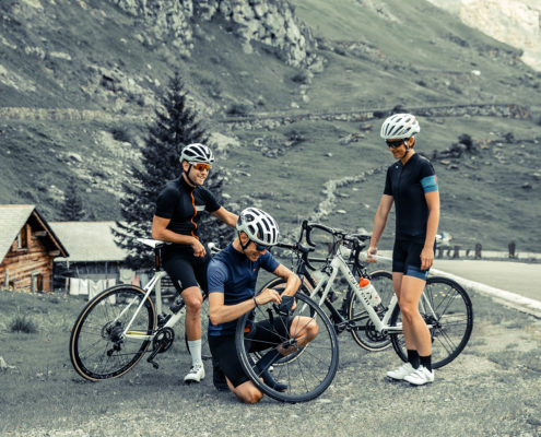 cyclists-on-the-klausenpass